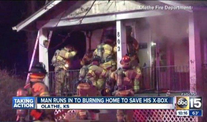 xbox hombre entra a casa incendiada para rescatarla